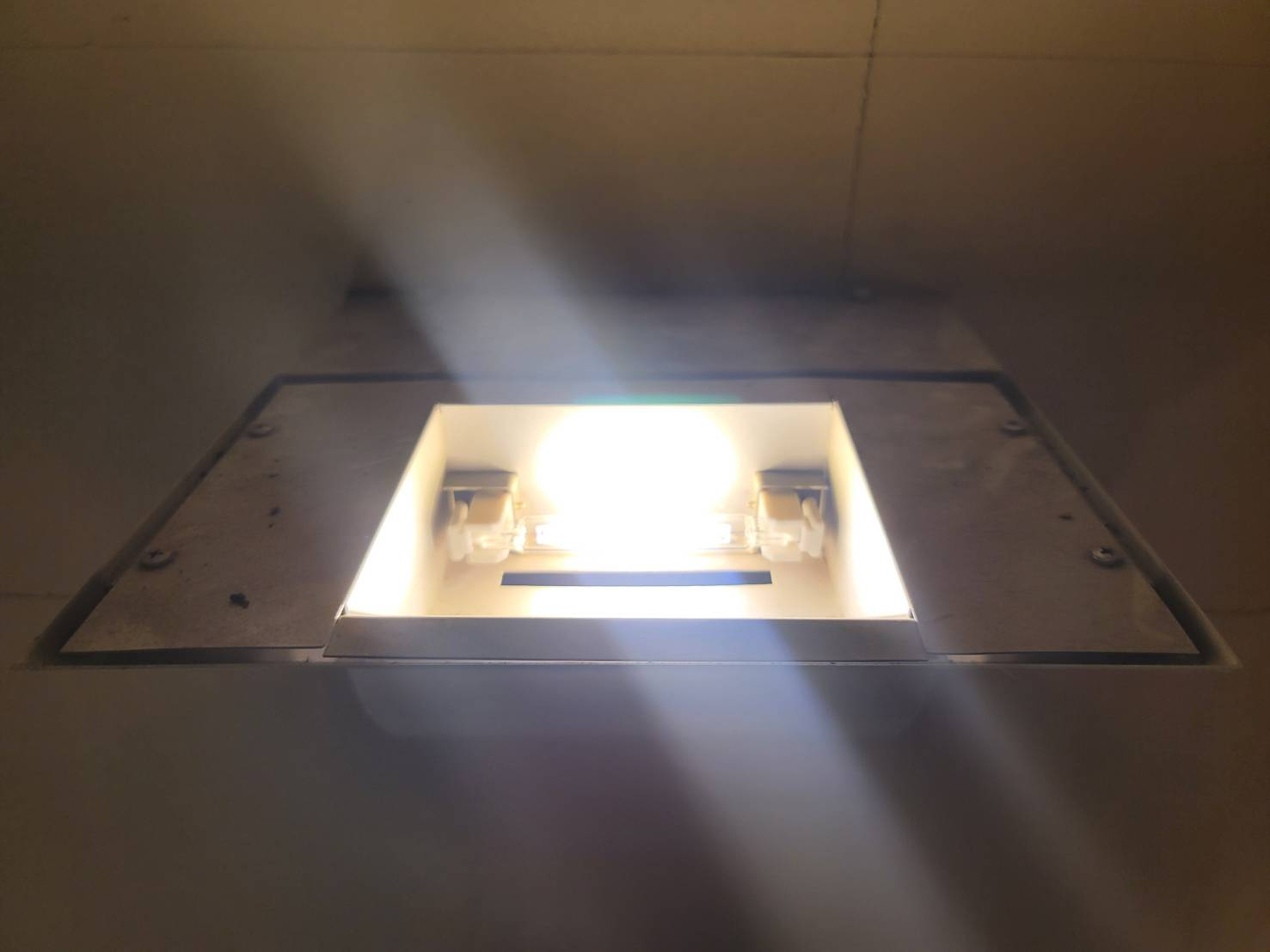 LED(ハロゲンランプ型)点灯状況